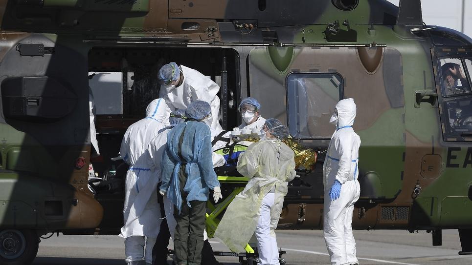 Transfert d'uhn patient par hélicoptère médical à Strasbourg vers un hôpital allemand, le 30 juin 2020