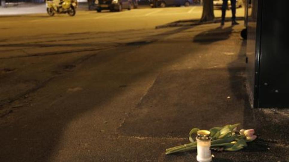 Des fleurs ont été déposées sur les lieux de l'attaque d'un centre culturel à Copenhague le 14 février 2015