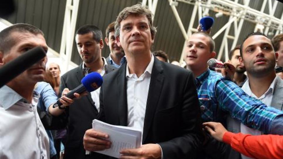 L'ancien ministre de l'Economie Arnaud Montebourg entouré de journalistes, le 3 novembre 2014 pour sa rentrée à l'Insead à Fontainebleau