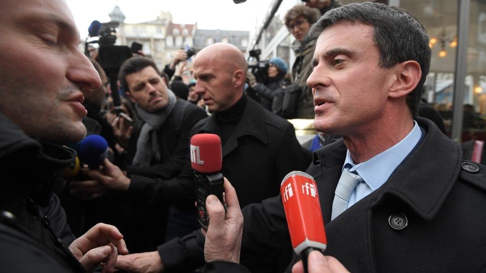 L'ancien Premier ministre Manuel Valls en campagne pour la primaire le 22 décembre 2016 à Strasbourg