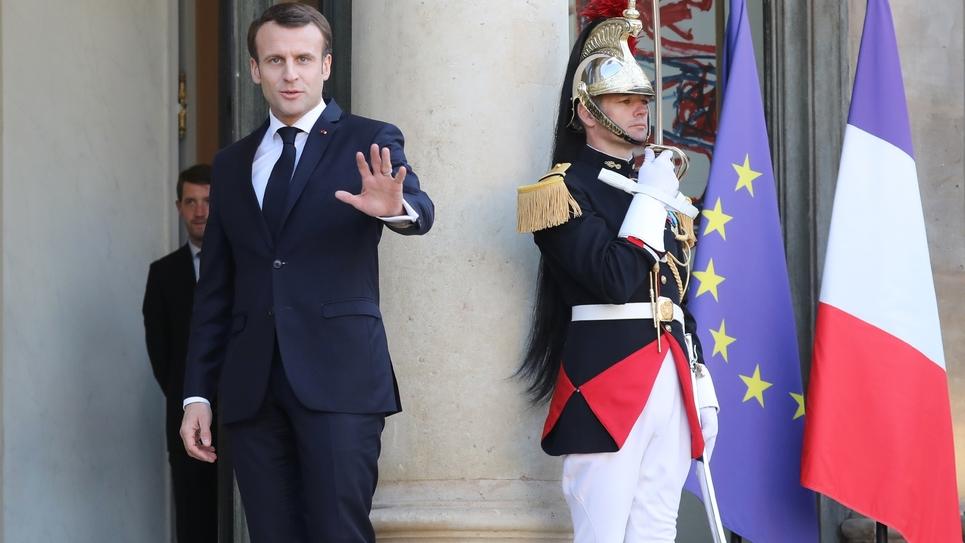 Le président Emmanuel Macron sur le perron de l'Elysée, le 26 mars 2019 à Paris