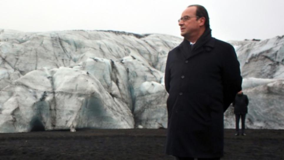 Le président François Hollande sur le glacier Solheimajokull, le 16 octobre 2015, lors d'une visite en Islande