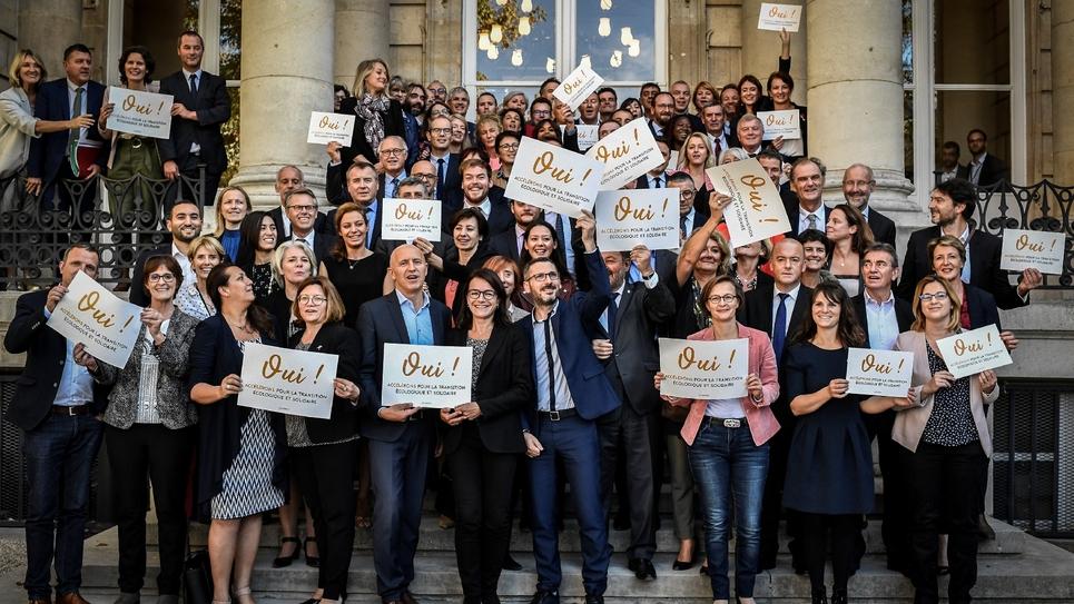 Des députés français créent un collectif transpartisan pour le climat, au Palais Bourbon à Paris, le 16 octobre 2018