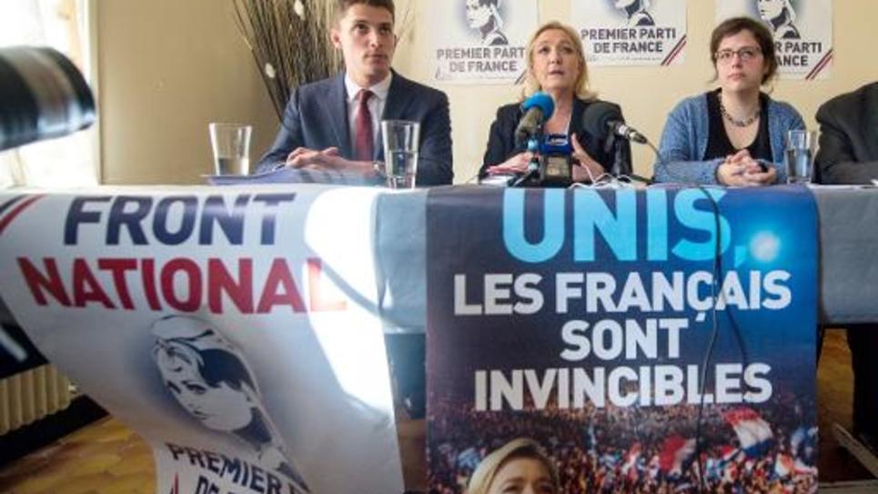 La présidente du FN Marine Le Pen en soutien à des candidats aux élections départementales, à Doullens, dans la Somme le 5 mars 2015