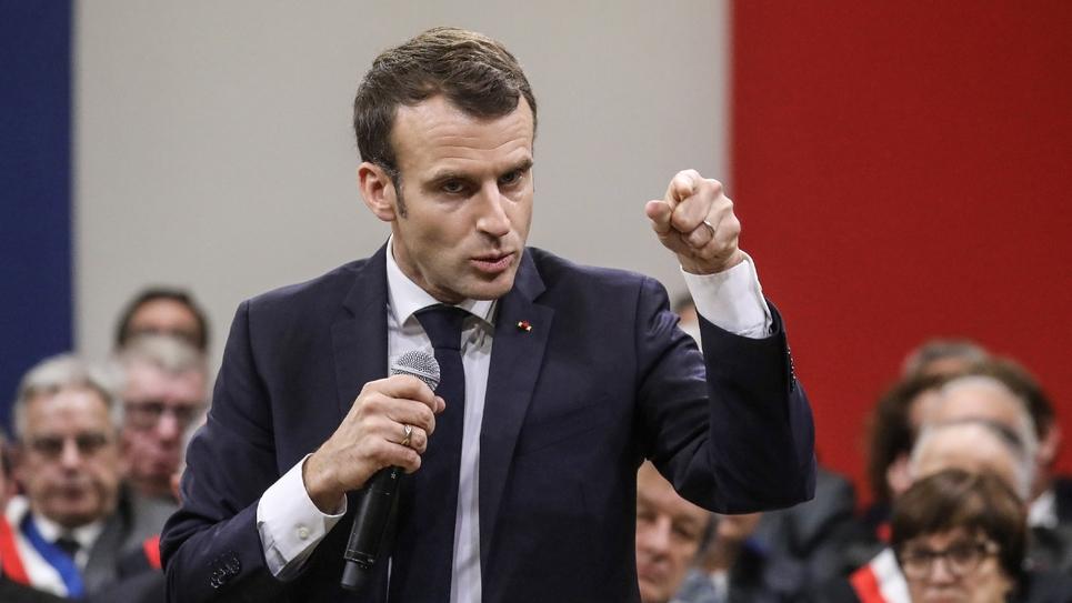 Le président Emmanuel Macron s'exprime lors d'un débat avec quelque 600 maires d'Occitanie, le 18 janvier 2019 à Souillac