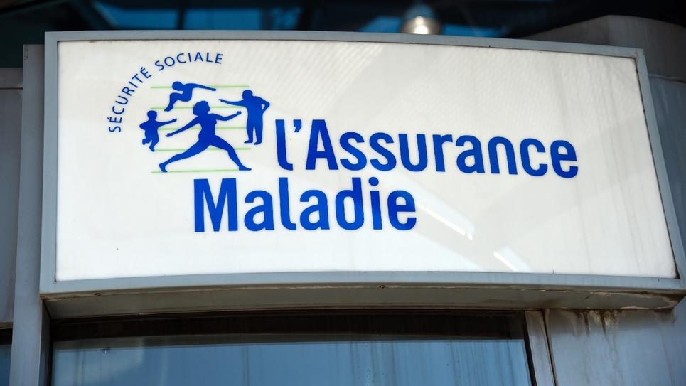 Le panneau d'entrée du siège de la Caisse nationale d'assurance maladie, à Paris, le 25 août 2016
