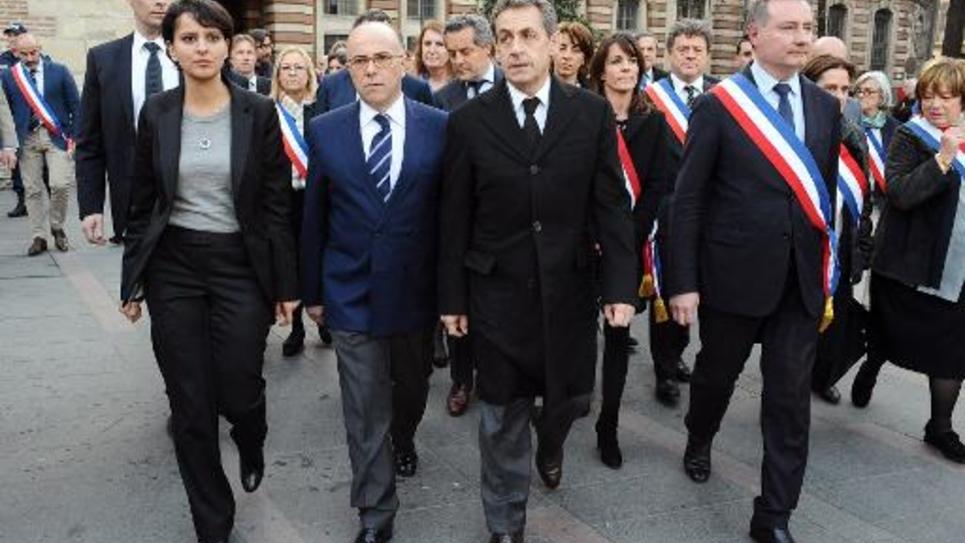 De gauche à droite: la ministre de l'Education Najat Vallaud-Belkacem, le ministre de l'Intérieur Bernard Cazeneuve, le président de l'UMP et ex-chef d'Etat Nicolas Sarkzoy et le maire de Toulouse Jean-Luc Moudenc, lors d'une cérémonie d'hommage aux vitimes de Mohammed Merah à Toulouse, le 19 mars 2015