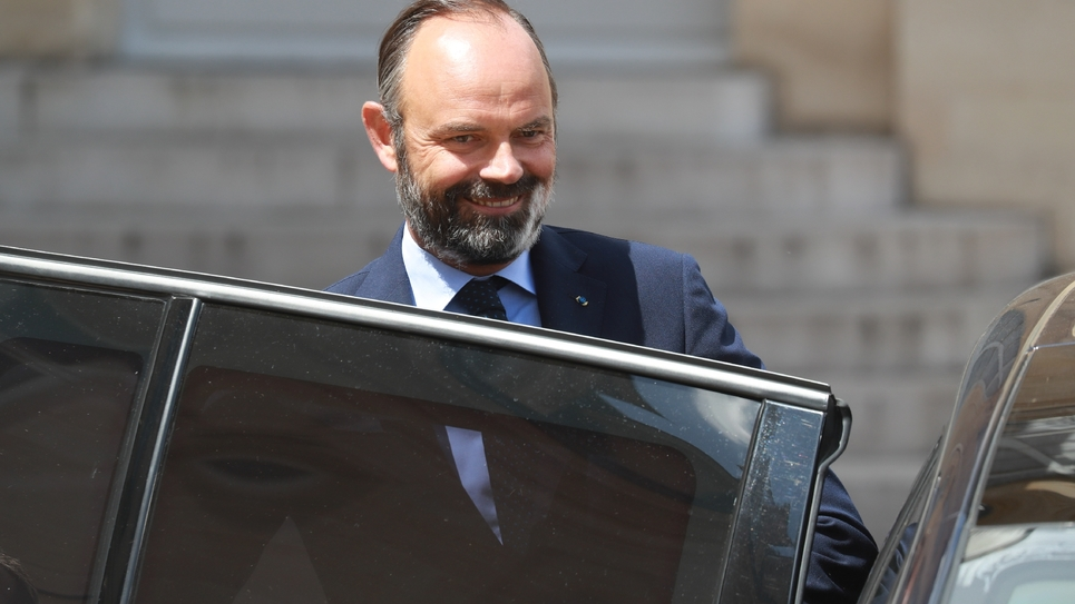 Le Premier ministre Edouard Philippe monte en voiture à la sortie de l'Elysée, le 29 juin 2020 à Paris