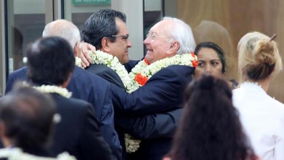 Le président de la Polynésie française, Edouard Fritch (g) et son prédécesseur Gaston Flosse à Papeete, le 12 septembre 2014