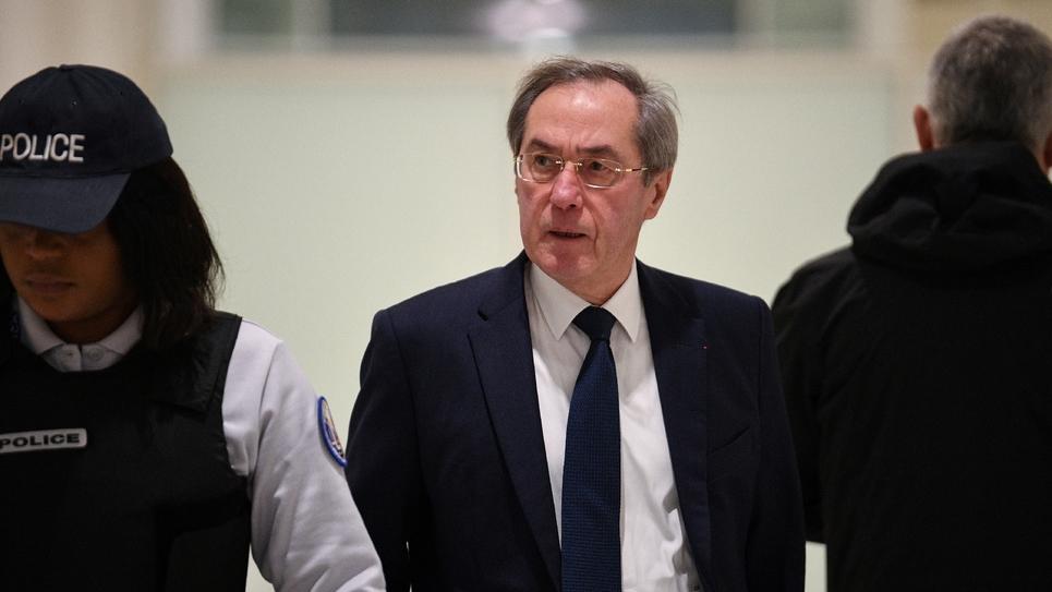 L'ancien ministre de l'Intérieur Claude Guéant arrive au tribunal, le 5 décembre 2018 à Paris