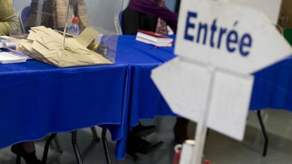 Une urne dans un bureau de vote de Corbeil-Essonnes, dans l'Essone, le jour du second tour des élections départementales, le 29 mars 2015