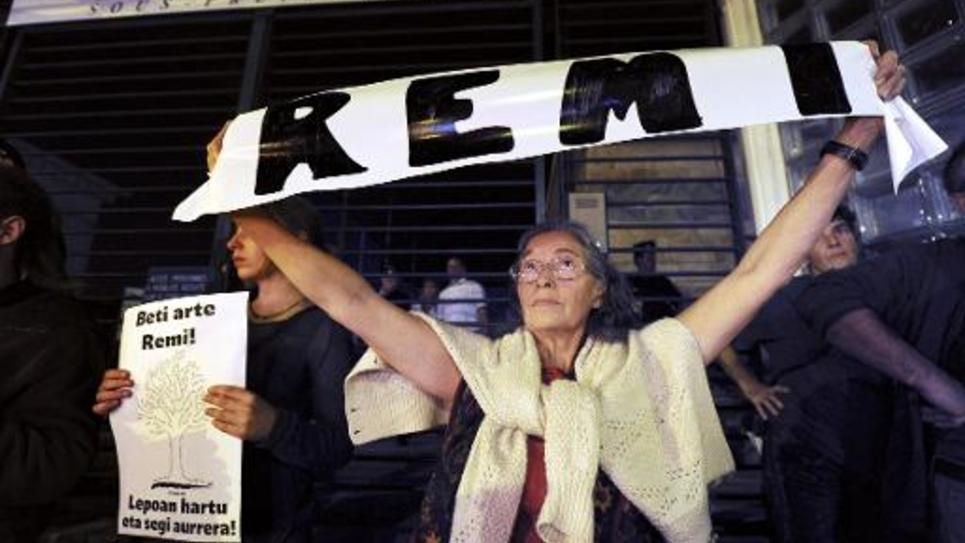 Manifestation devant la sous-préfecture de Bayonne le 28 octobre 2014 pour dénoncer la mort du militant écologiste Rémi Fraisse