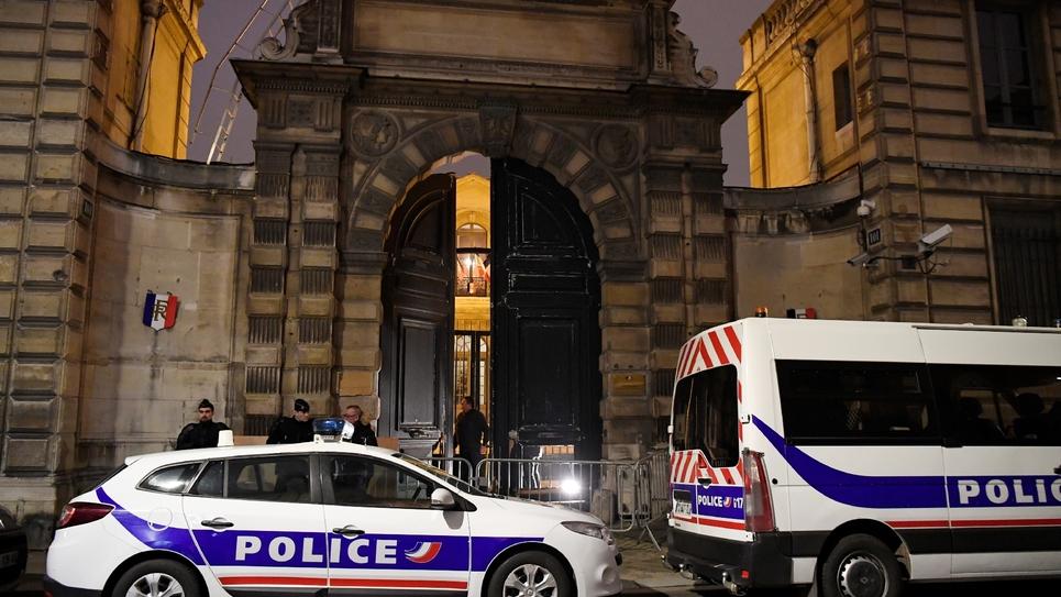 Entrée des bureaux de Benjamin Griveaux, après l'intrusion de gilets jaunes, le 5 janvier 2019