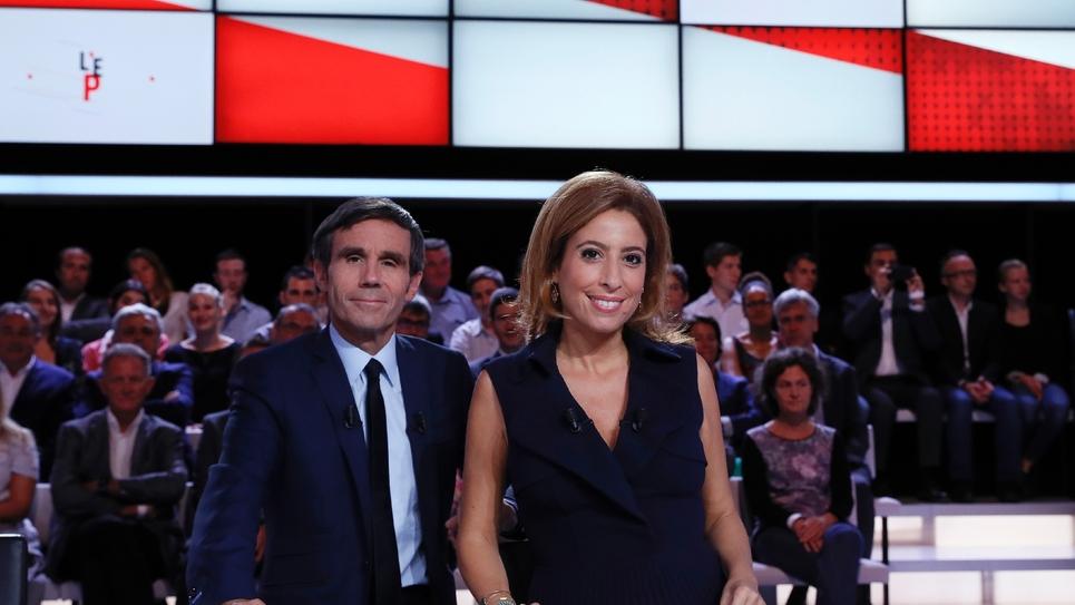 """Présentée par David Pujadas et Léa Salamé,pris en photo à Saint-Cloud le 15 septembre dans le studio de """"L'Émission politique"""", l'une des rares émissions à consacrer plus de deux heures en première partie de soirée à un invité politique."""
