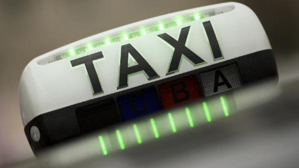 Les députés adoptent la proposition de loi du socialiste Thomas Thévenoud visant à sortir du conflit entre les taxis et les VTC
