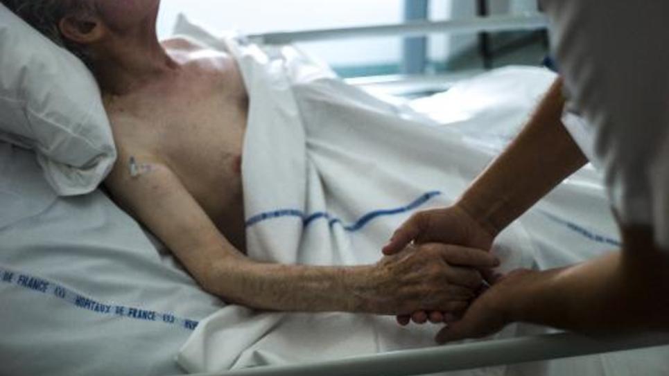 Un malade dans le service des soins palliatifs, le 22 juillet 2013 à l'hôpital d'Argenteuil, près de Paris