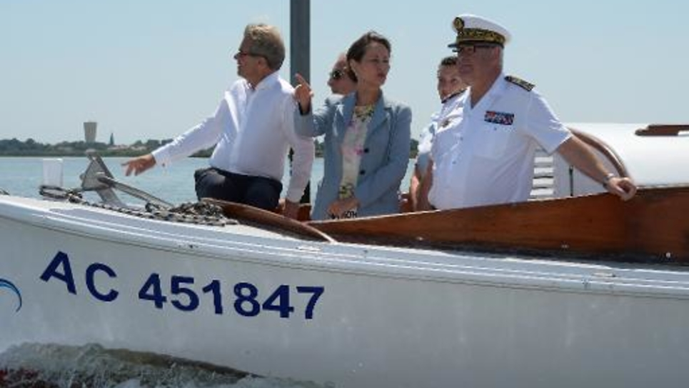 La ministre de l'Ecologie Ségolène Royal visite le bassin d'Arcachon à Gujan-Mestras le 8 juin 2014