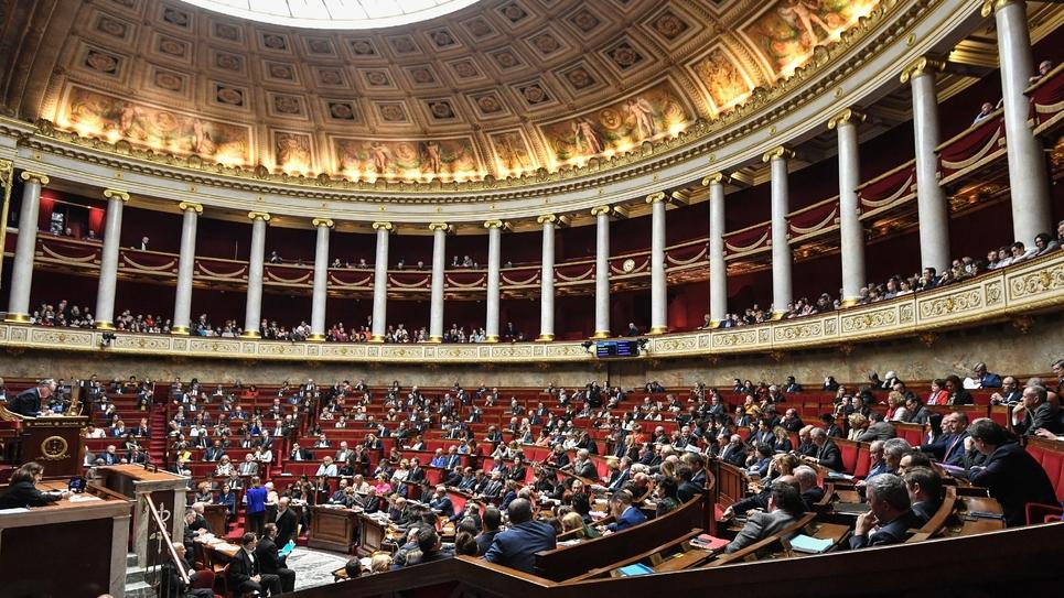"""Des députés issus des huit groupes politiques représentés à l'Assemblée ont adressé mardi un courrier au président Richard Ferrand (LREM) pour réclamer des """"décisions rapides"""" afin de """"lutter contre les violences sexistes et sexuelles"""" au Palais Bourbon"""