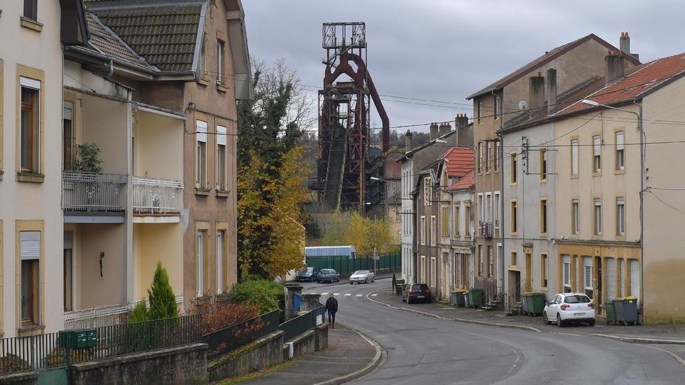 Une rue d'Hayange, dans la vallée de la Fensch en Moselle, à proximité des hauts fourneaux, le 17 novembre 2016