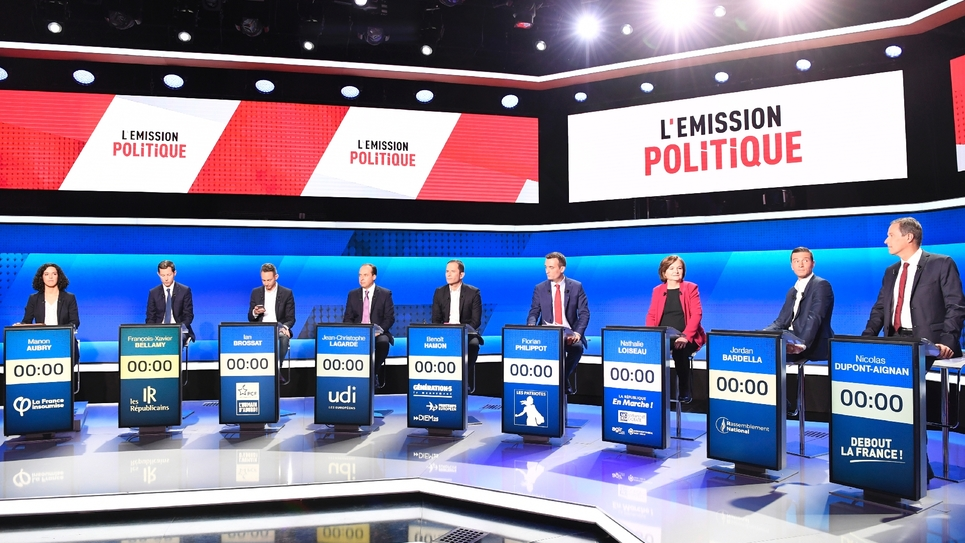 Les douze têtes de listes pour les Européennes participent à un débat télévisé sur France 2, le 4 avril 2019 à Saint-Cloud, près de Paris