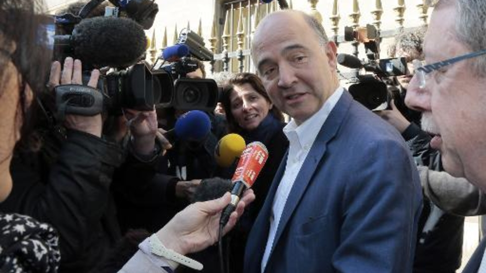 Pierre Moscovici à son arrivée au siège du PS le 15 avril 2014 à Paris