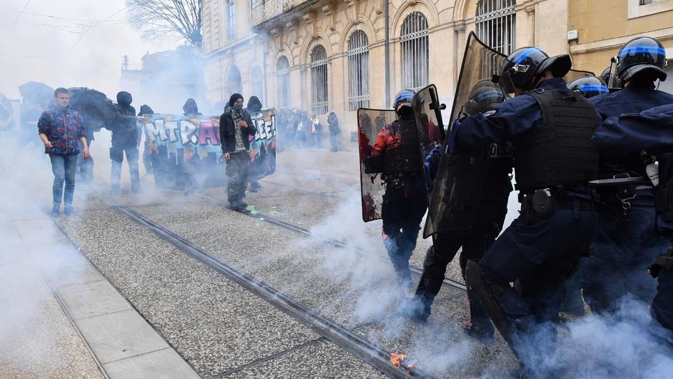 Affrontements entre manifestants et forces de l'ordre pendant la manifestation contre le gouvernement organisée le 14 avril 2018 à Montpellier