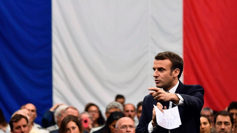 Emmanuel Macron lors d'une rencontre dans le cadre du grand débat à Gréoux-les-Bains (Alpes de Haute-Provence) le 7 mars 2019