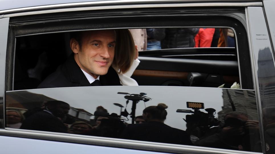 Emmanuel Macron quitte son bureau de vote au Touquet, dans le Pas-de-Calais, le 26 mai 2019
