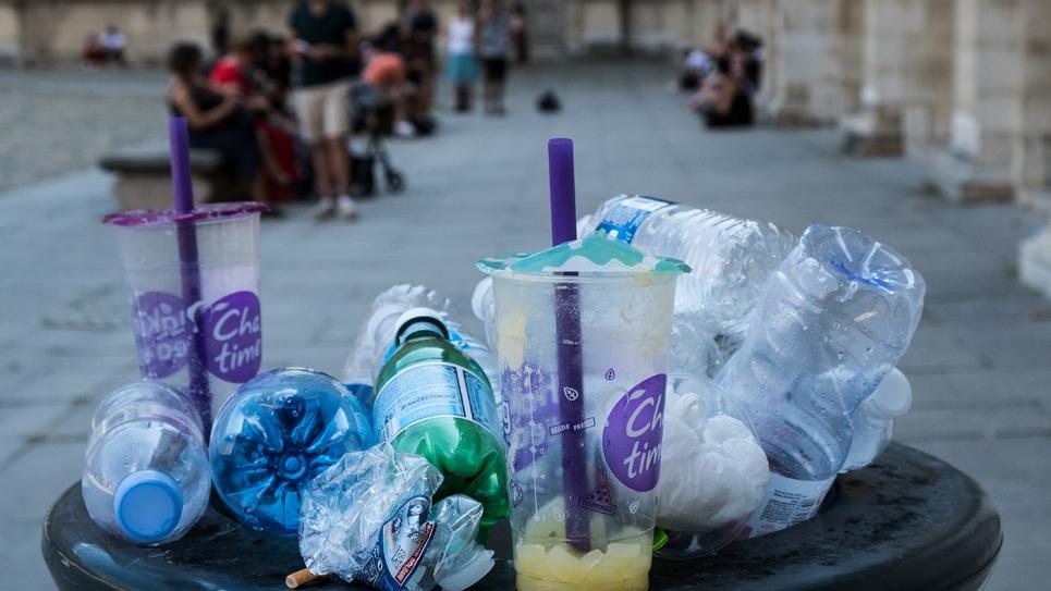 """Avec le projet de loi """"pour une économie circulaire"""" présenté mercredi en conseil des ministres, le gouvernement décrète la guerre au plastique et mise sur le recyclage et les consignes pour remporter la bataille contre le gaspillage"""
