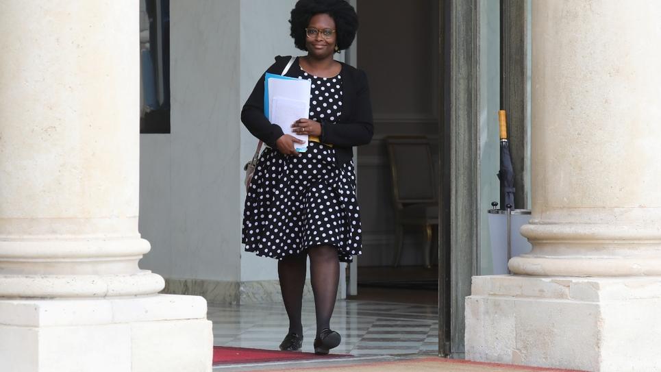 La porte-parole du gouvernement  Sibeth Ndiaye quitte l'Elysée, le 24 avril 2019 à Paris