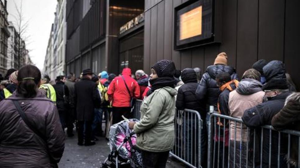 File d'attente de personnes étrangères en quête de permis de séjour le 16 février 2015 devant la préfecture de Lyon