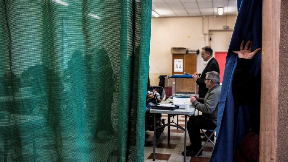 Vote lors du second tour de la primaire organisée par le PS, le 29 janvier 2017 à Lyon