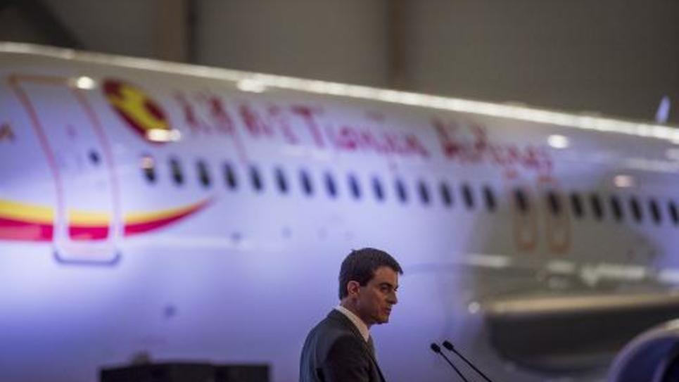 Le Premier ministre Manuel Valls à l'usine Airbus le 29 janvier 2015 à à Tianjin, à une centaine de kilomètres de Pékin