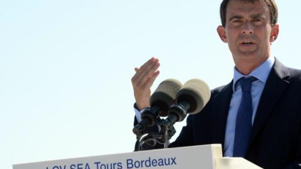 Le Premier ministre Manuel Valls inaugure le Viaduc de la Dordogne, dans la commune de Saint-Romain-la-Virée (Gironde), le 1er septembre 2014