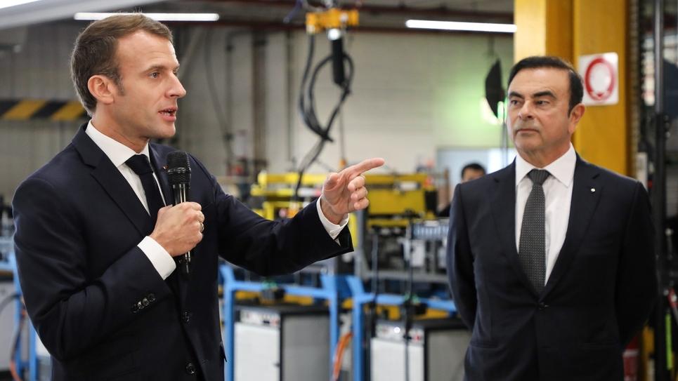Emmanuel Macron (g) et le PDG de Renault Carlos Ghosn, dans une usine Renault à Maubeuge le 8 novembre 2018