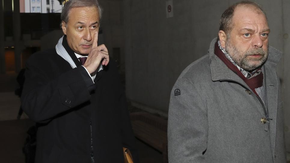 L'ancien secrétaire d'Etat Georges Tron arrive à la cour d'assises de Seine-Saint-Denis à Bobigny aux côtés de son avocat Eric Dupond-Moretti le 12 décembre 2017