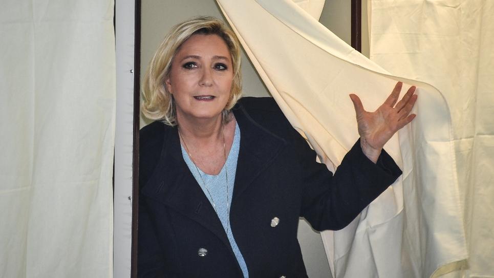 Le présidente du Rassemblement National Marine Le Pen vote à Hénin-Beaumont le 26 mai 2019