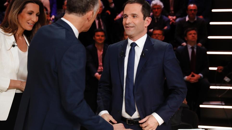 """Le socialiste Benoît Hamon offensif sur le plateau de TF1, s'en est pris à la candidate FN Marine Le Pen, l'accusant d'être """"droguée aux faits divers"""", le 20 mars 2017 à Aubervilliers"""