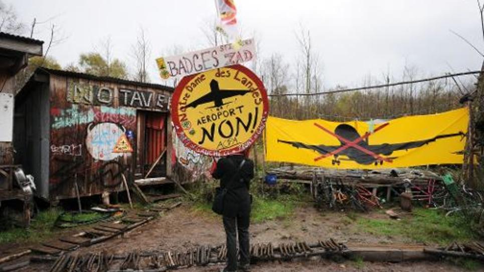 Un opposant à la construction de l'aéroport de Notre-Dame des Landes sur le site le 8 novembre 2014