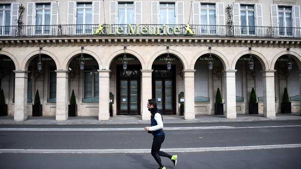 Un joggeur, le 22 mars 2020 à Paris
