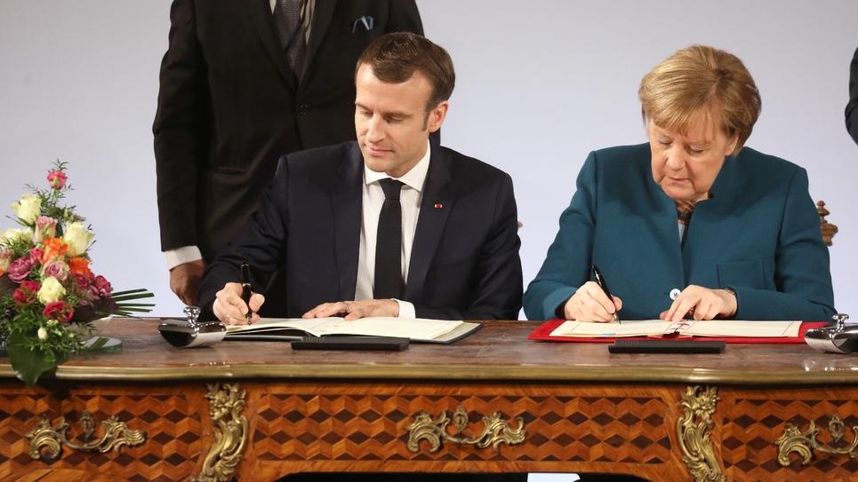 Emmanuel Macron et Angela Merkel signent le nouveau traité franco-allemand à Aix-la-Chapelle, en Allemagne, le 22 janvier 2019