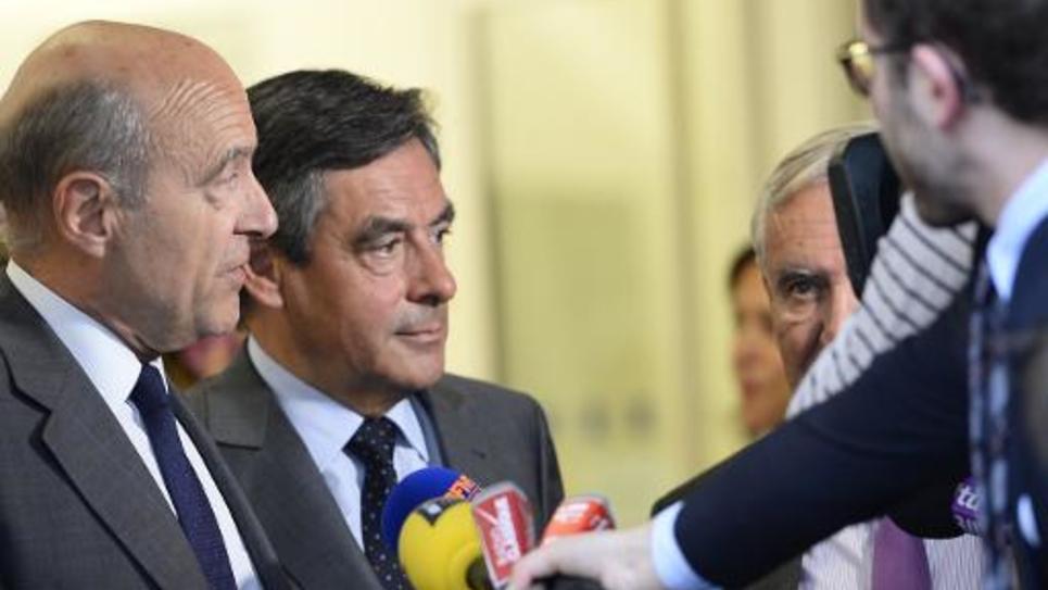 Les anciens Premiers ministres Alain Juppé (g) et François Fillon à l'issue de la réunion du bureau politique de l'UMP le 10 juin 2014 à Paris
