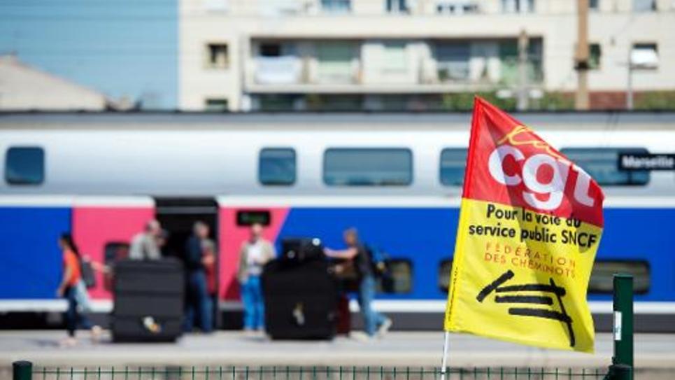 Un drapeau de la CGT gare Saint-Charles le 19 juin 2014 à Marseille