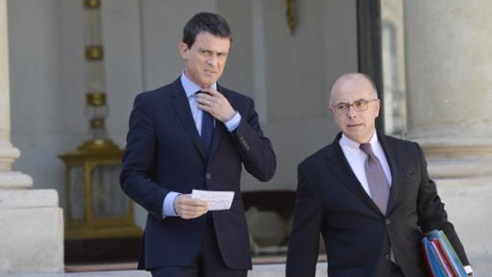 Le Premier ministre Manuel Valls et le ministre de l'Intérieur Bernard Cazeneuve après le conseil des ministres, le 22 avril 2015 à l'Elysée