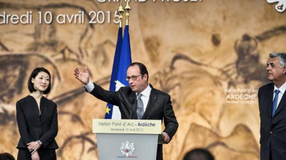 Le président François Hollande lors de l'inauguration de la réplique de la grotte Chauvet, le 10 avril 2015 à Vallon Pont d'Arc