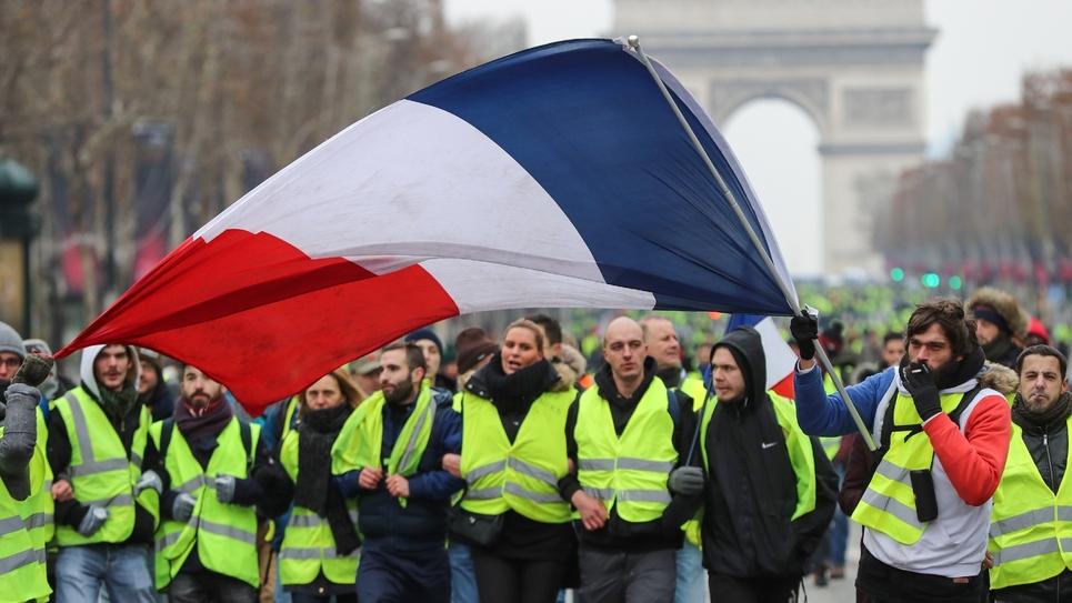 """Des """"gilets jaunes"""" manifestent sur les Champs-Elysées à Paris, le 15 décembre 2018"""