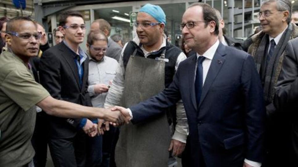 Le président François Hollande rencontre le 12 mars 2015 les salariés de la société POMA à Veyrins-Thuellins, en Isère