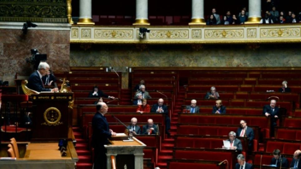 Débat à l'Assemblée nationale à Paris, le 16 février 2016