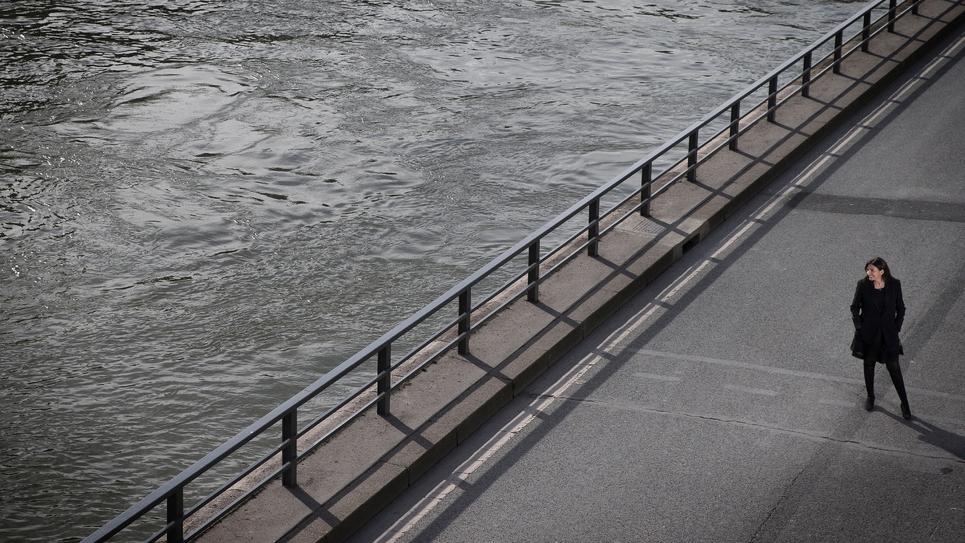 La maire de Paris Anne Hidalgo sur les rives de la Seine le 29 mars 2017
