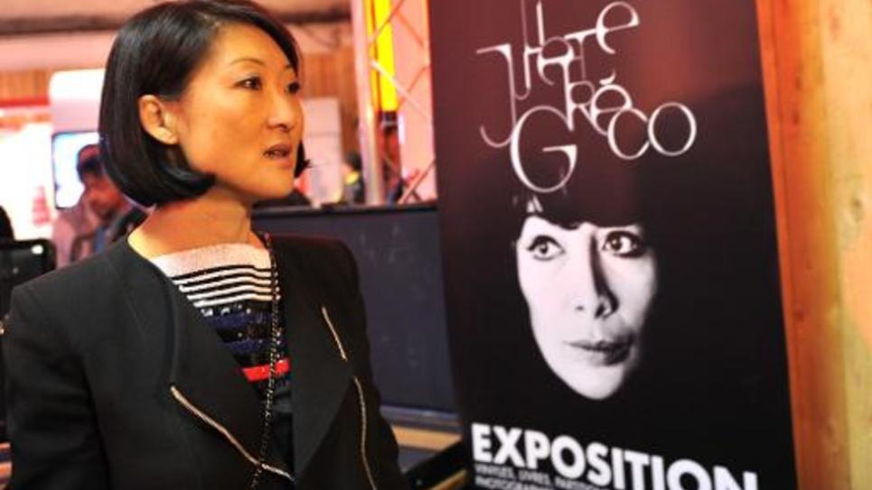 La ministre de la Culture Fleur Pellerin visite une exposition consacrée à Juliette Greco en marge du Printemps de Bourges, le 29 avril 2015